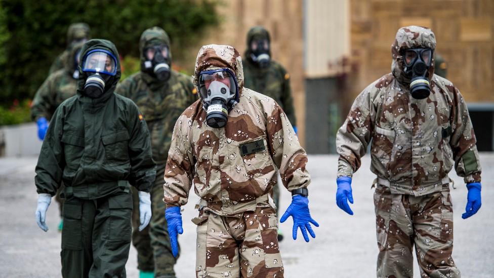 Militares enviados a desinfectar residencias en España.