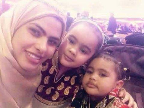 رانيا وابنتيها فتحية وهنية