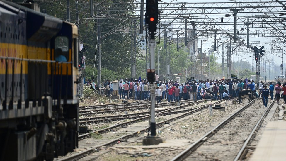 Protesters block tracks in India