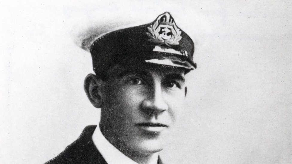 WW1 hero honoured 100 years after daring submarine raid