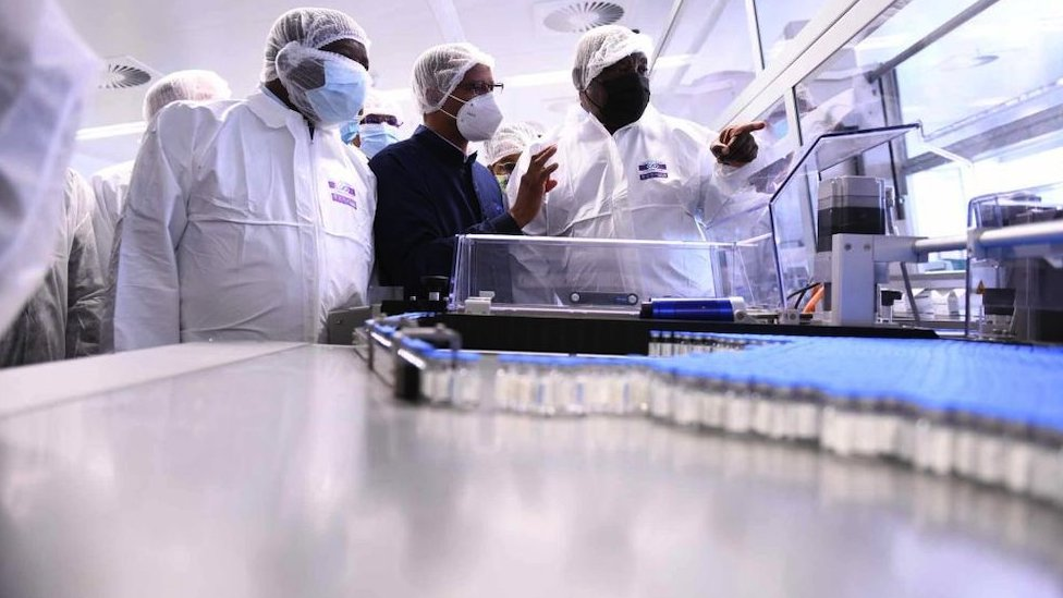تشير الدراسات إلى أن لقاحات كوفيد المتاحة مازالت فعالة ضد السلالات الجديدة