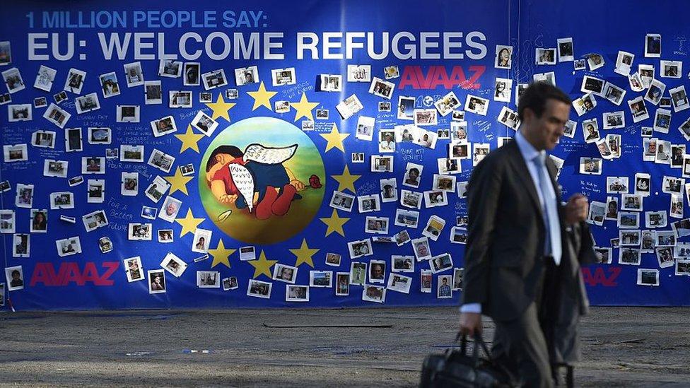 Mural en Europa que insta a dar la bienvenida a los refugiados