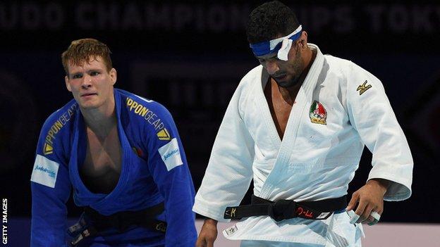 خسر سعيد ملايي (إلى اليمين) نزاله شبه النهائي لفئة وزن 81 كغم للرجال في بطولة 2019 العالمية