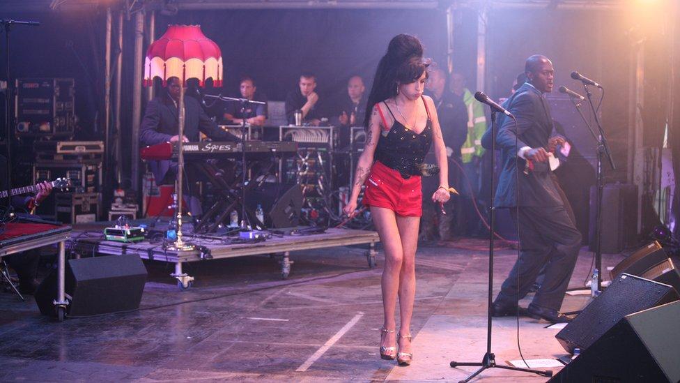 Amy Winehouse en el festival de Glastonbury