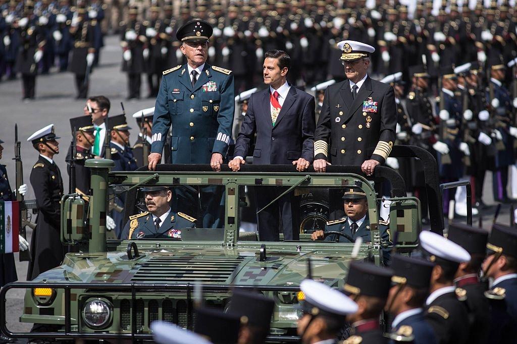 Peña Nieto con los secretarios de Defensa y Marina