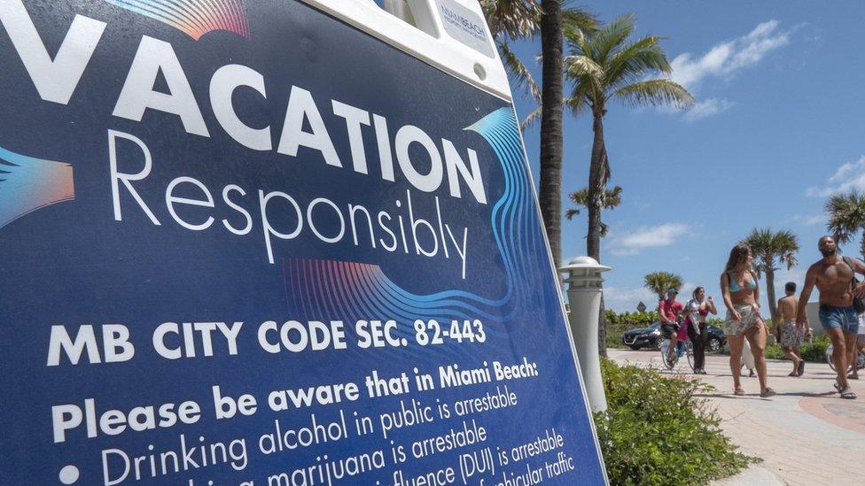 Cartel pidiendo responsabilidad en Miami Beach