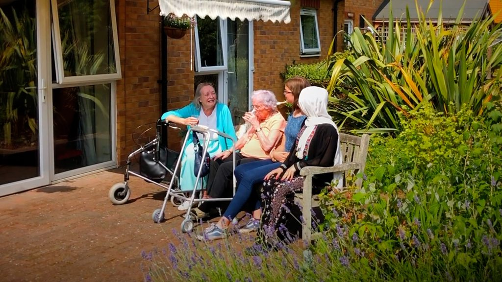 Teenagers befriend 'lonely' care home residents