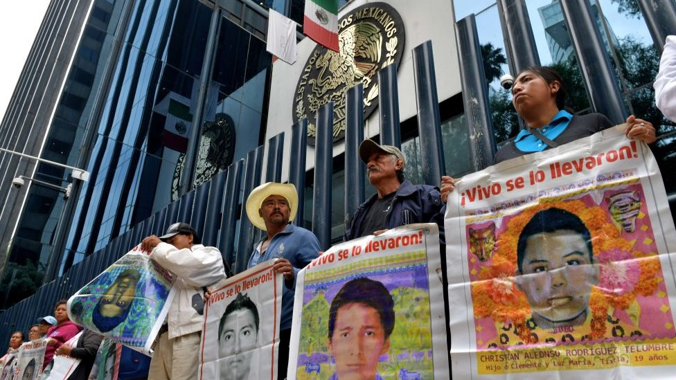 Protesta ante las oficinas de la PGR