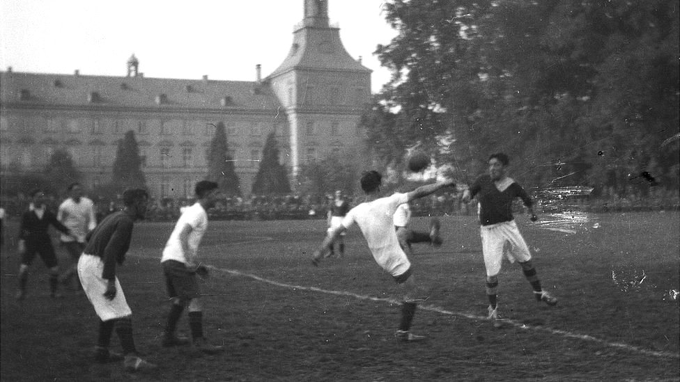 Teams playing in the semi-final of the Corps Cup in 1919