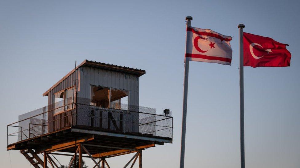 Kıbrıs'taki Birleşmiş Milletler Barış Gücü, 1964'ten bu yana adada görev yapıyor.