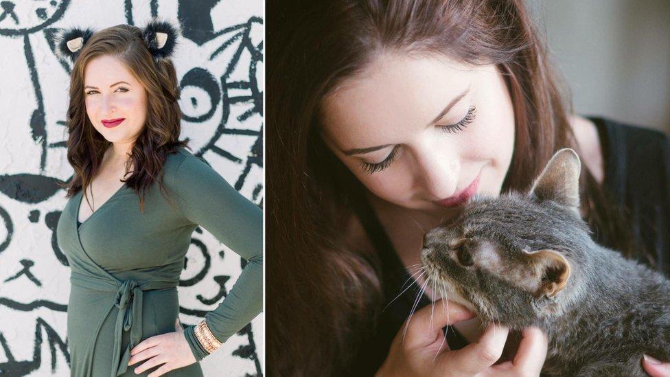 Fotos de Elizabeth con un gato