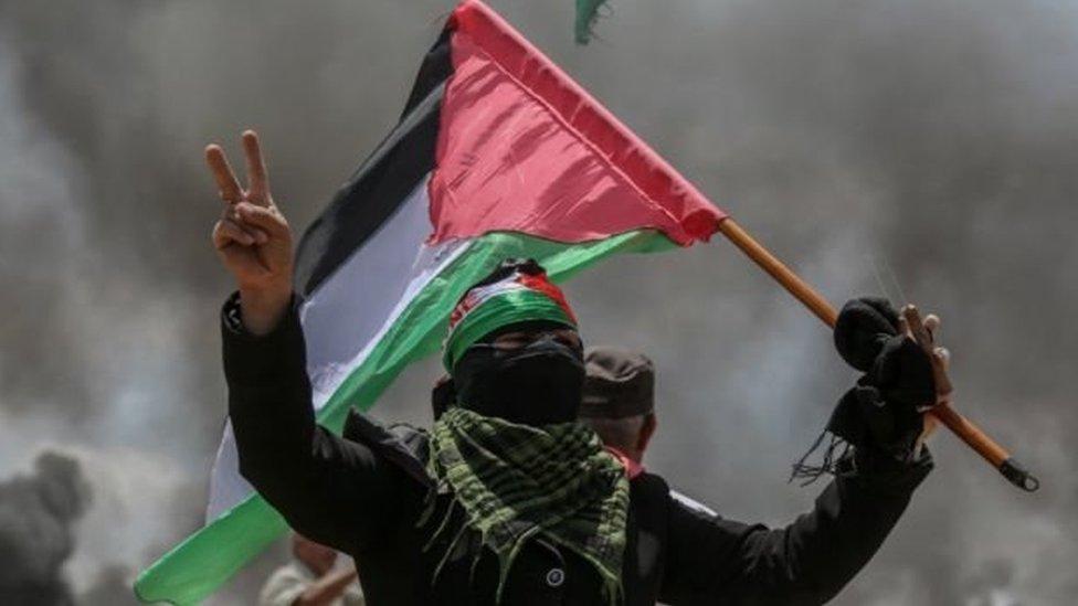 تصاعدت الاحتجاجات الاخيرة بالتزامن مع حفل افتتاح أول سفارة أمريكية في القدس، الخطوة الأمريكية المثيرة للجدل التي أثارت غضب الفلسطينيين.