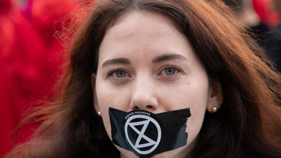 Manifestante de Extinction Rebellion.