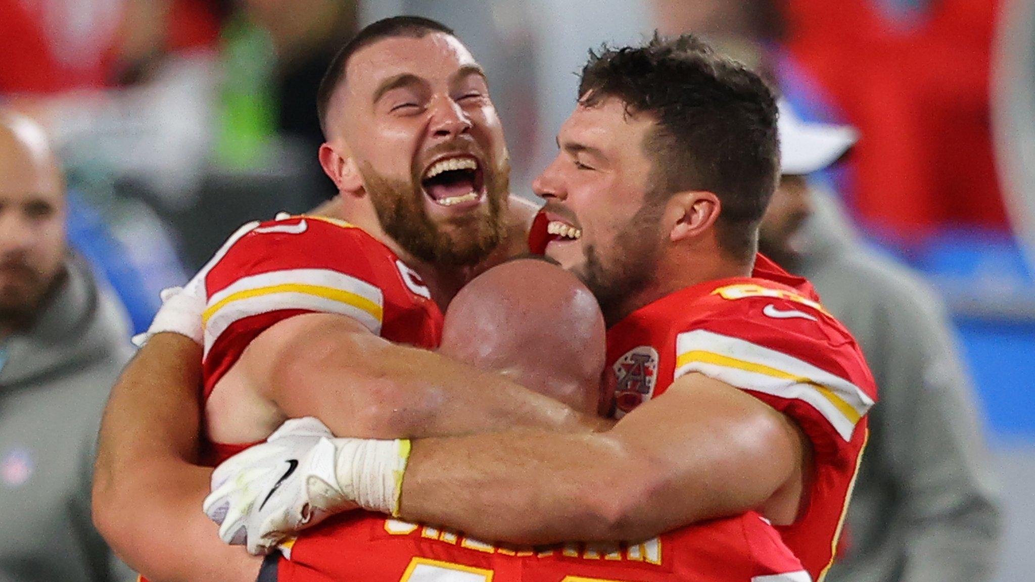 BBC Sport - Super Bowl 2020: Kansas City Chiefs pull off a sensational comeback to beat San Francisco 49ers