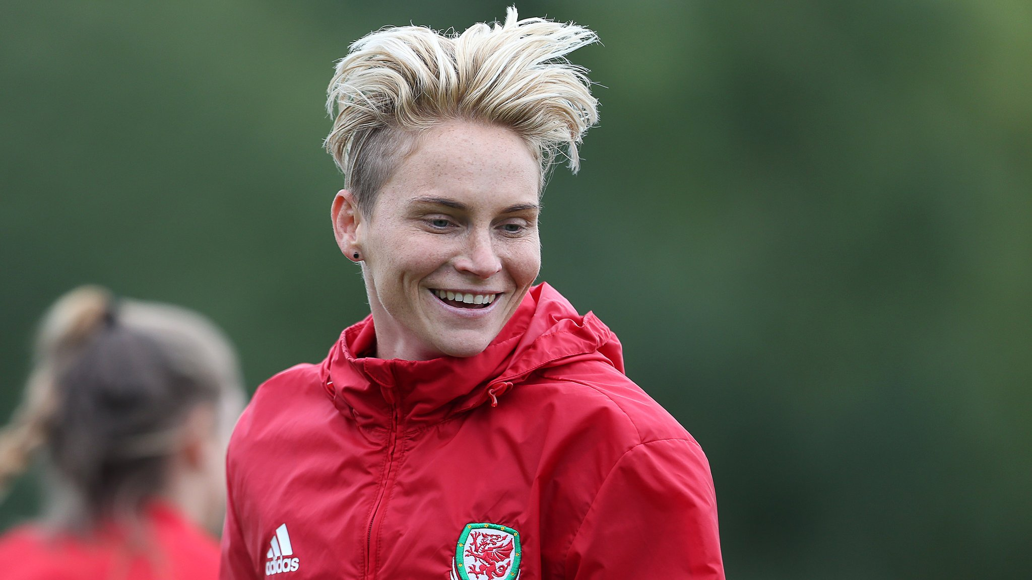 Jess Fishlock: Wales midfielder agrees loan deal to join Lyon