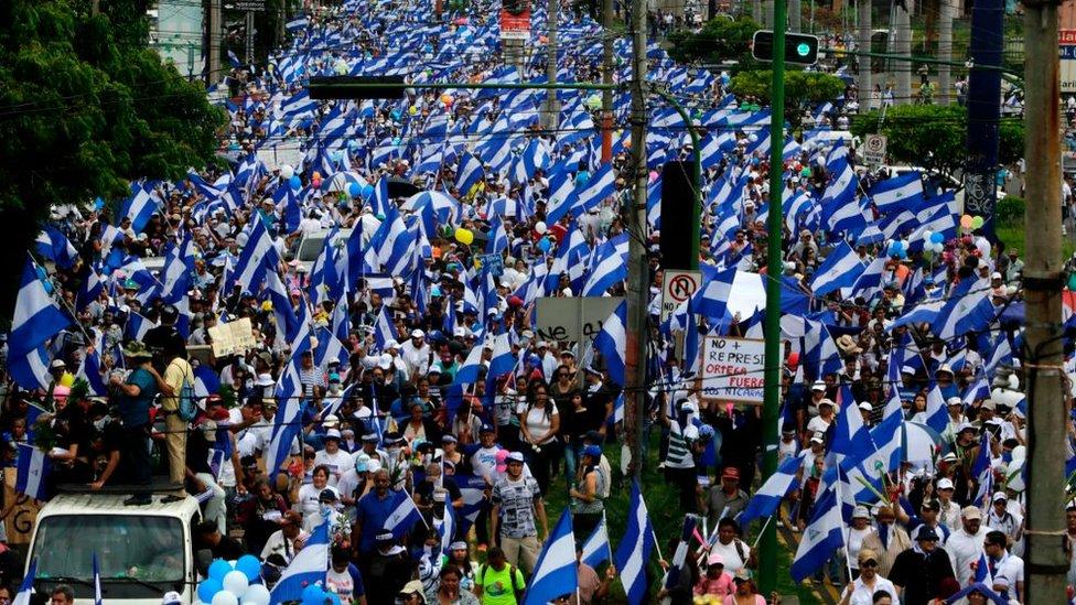 Paramilitares irrumpen en basílica y agreden a obispos — Nicaragua