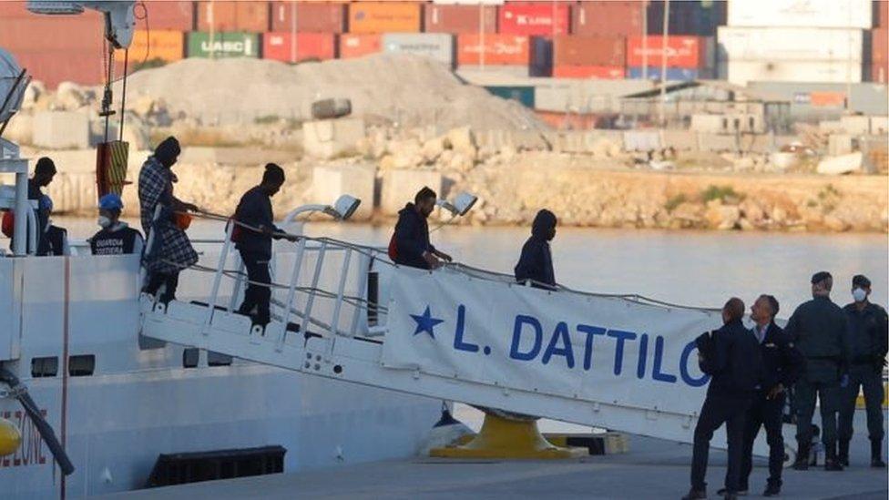 رفضت إيطاليا ومالطا استقبال المهاجرين