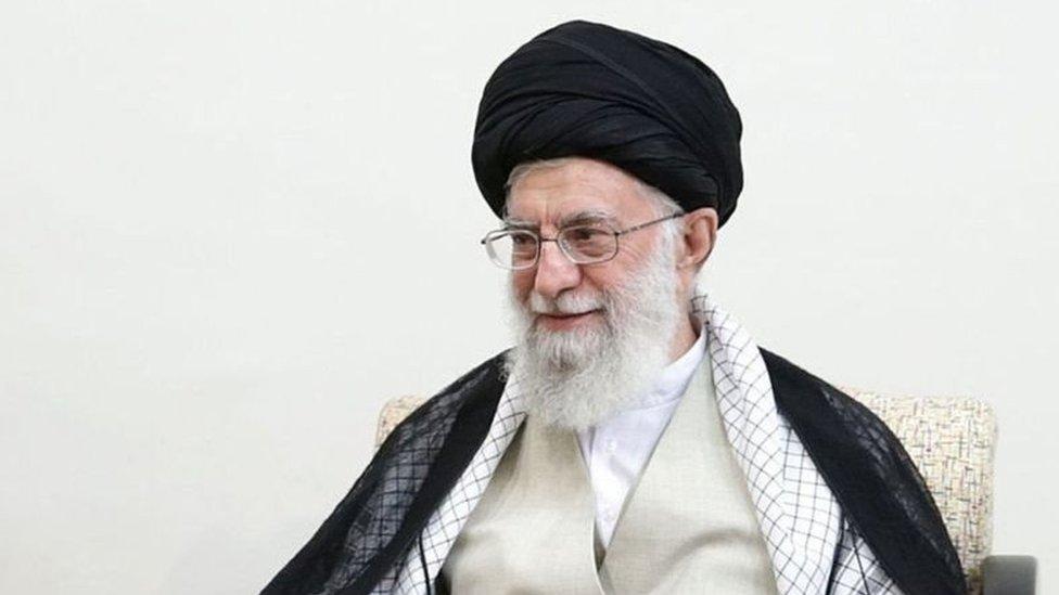 अमरीका ने ईरान के सर्वोच्च नेता अली ख़ामनेई पर प्रतिबंध क्यों लगाए?