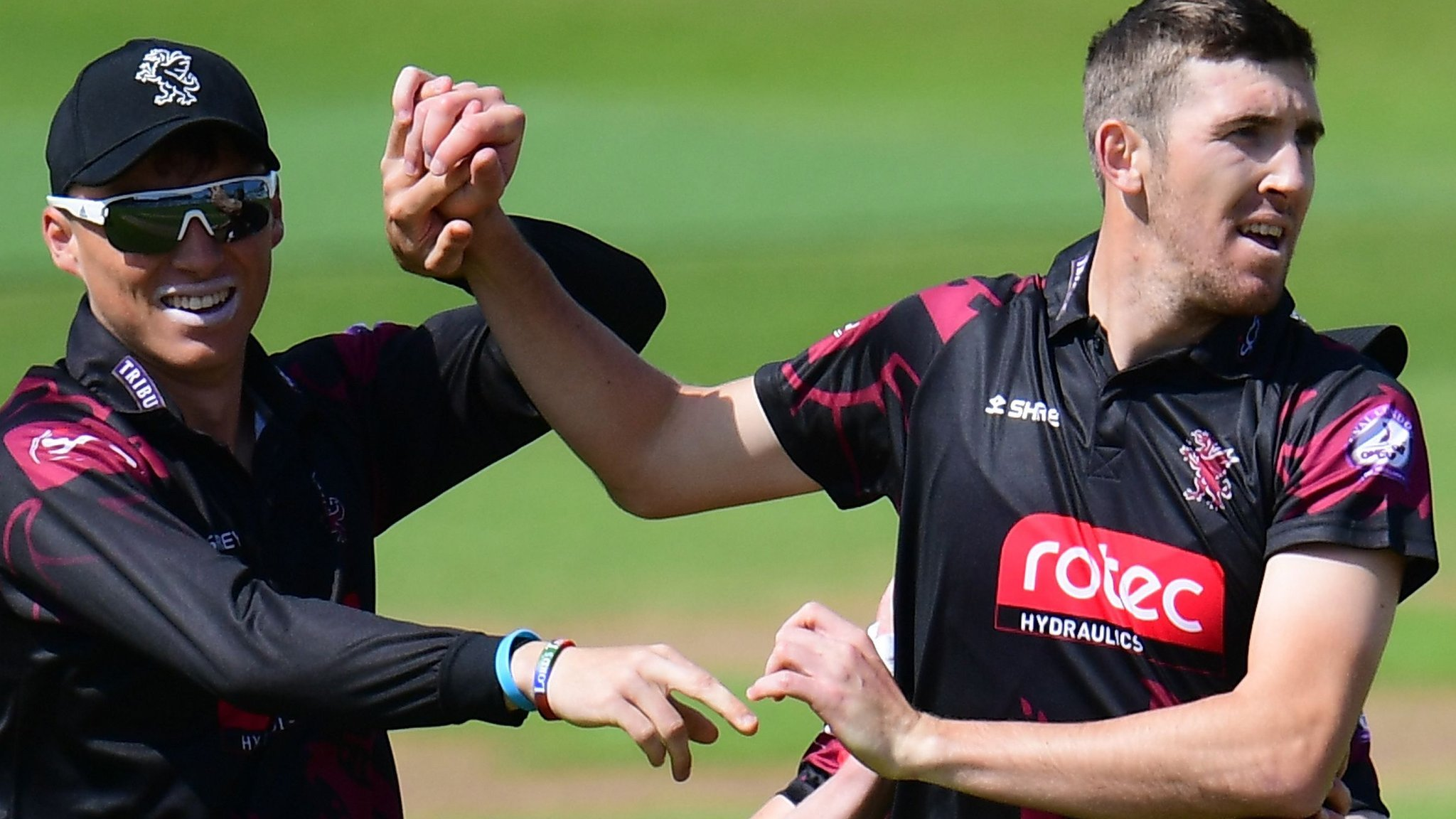 One-Day Cup: Somerset cruise to victory over Surrey at The Oval