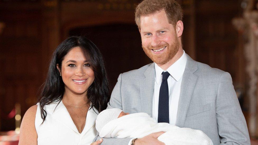 Vojvoda i vojvotkinja od Saseksa sa sinom Arčijem