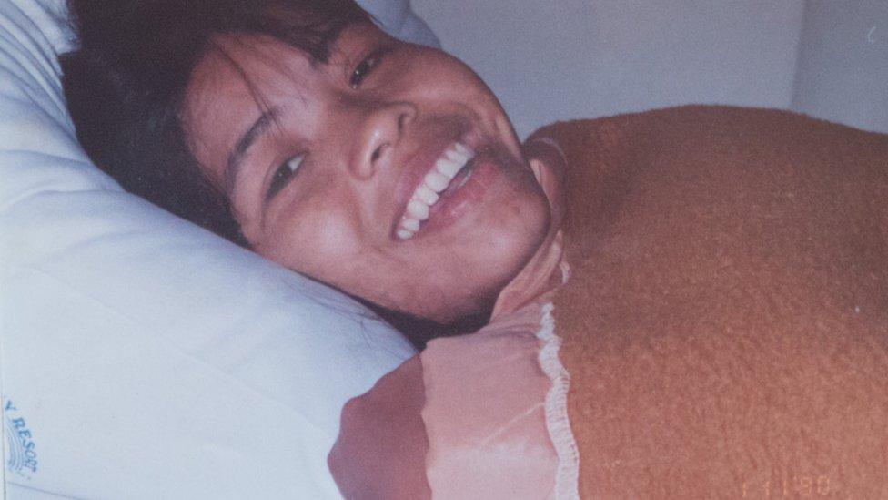 'Thai bride' body: Relative of Lamduan Armitage visits grave