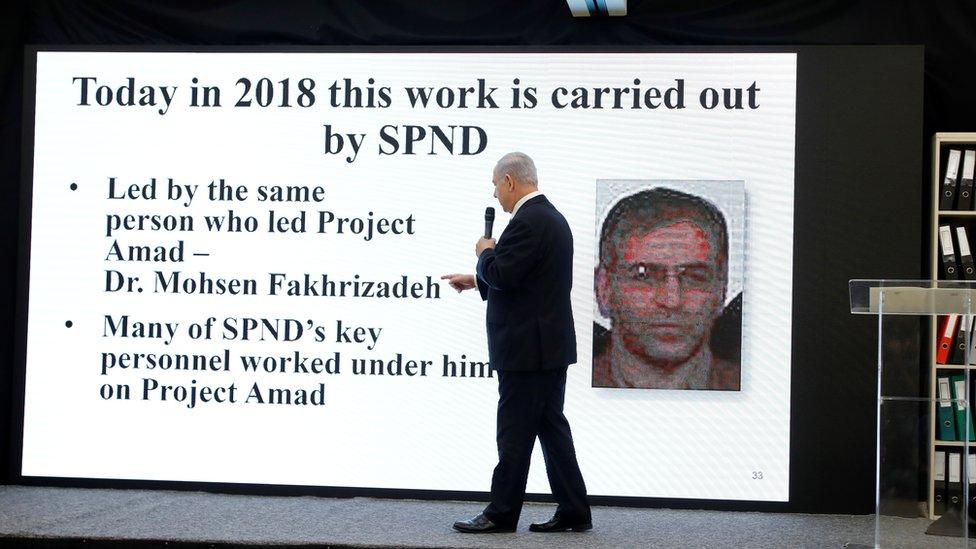 Nethanyahu con un slide sobre Fakhrizadeh