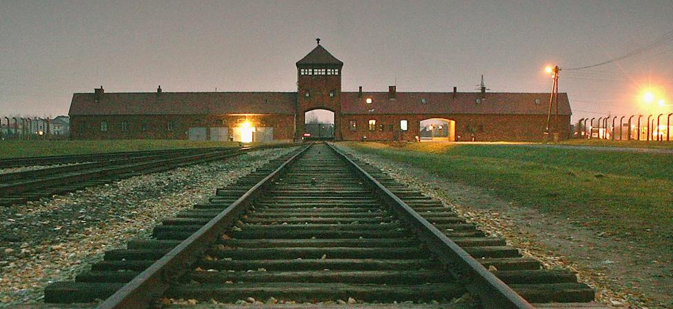 La entrada principal del campo de concentración Auschwitz