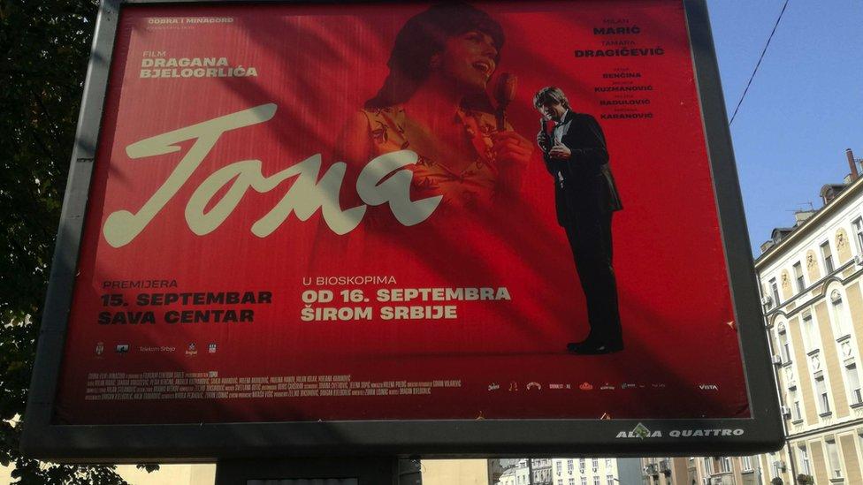Bilbord sa reklamom za film Toma