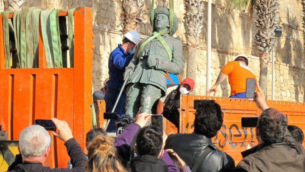 تمثال الديكتاتور الإسباني فرانكو
