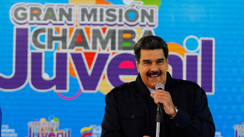 Maduro Cumartesi günü Caracas'ta gençlerle bir araya geldi.