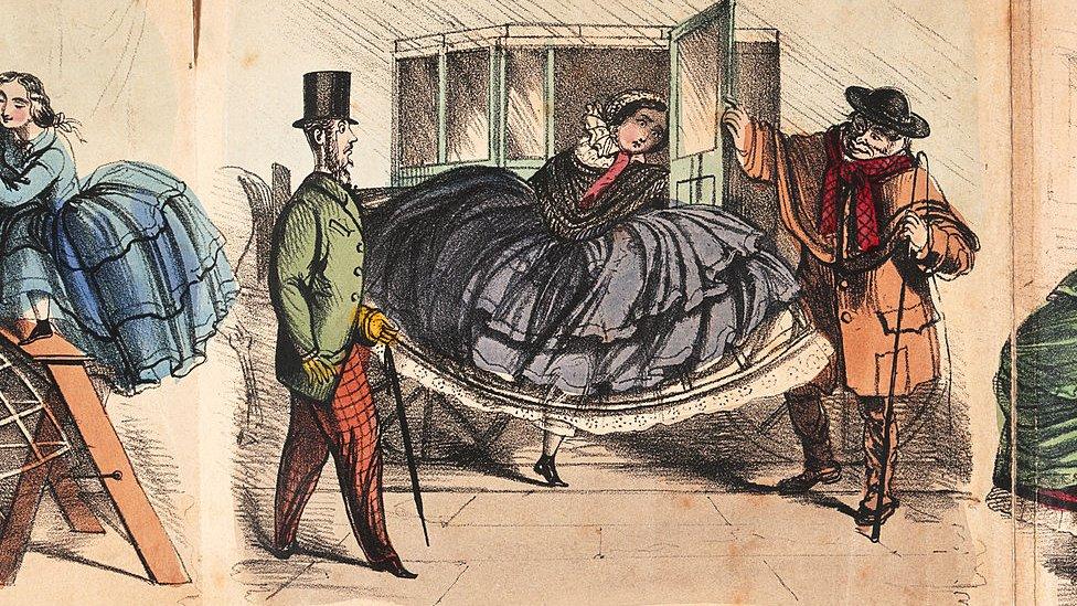 Dibujo de una mujer con crinolina en el siglo XIX, bajándose con dificultad de un coche