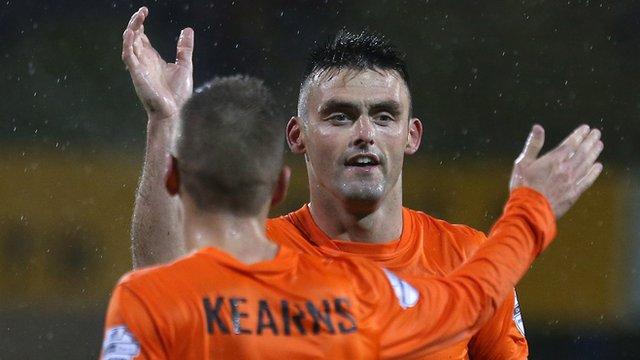 Glenavon goal scorers Daniel Kearns and Eoin Bradley