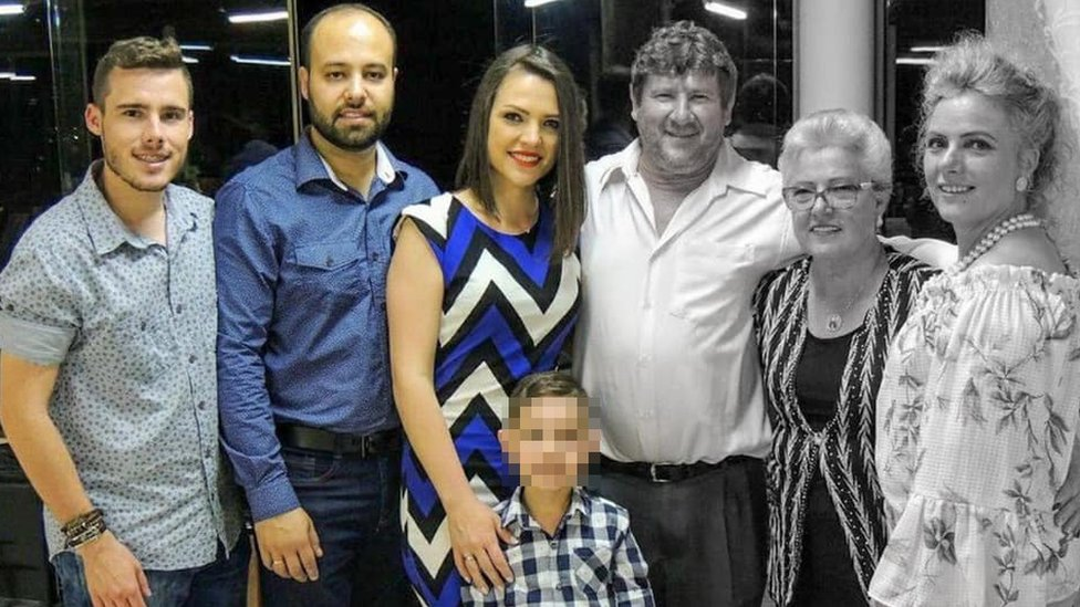 Família posa para foto