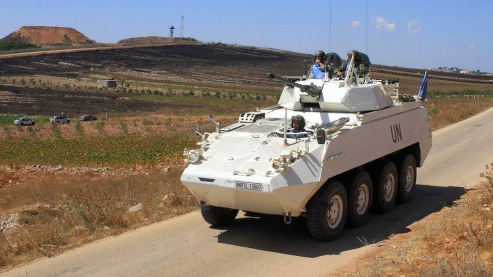 دوريات قوات حفظ السلام تجوب الطرق على الحدود اللبنانية-الإسرائيلية