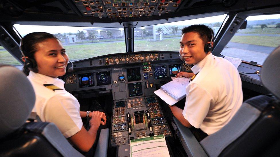 Brooke Castillo se convirtió en la primera mujer piloto en Cebu Pacific con sede en Filipinas en 2011
