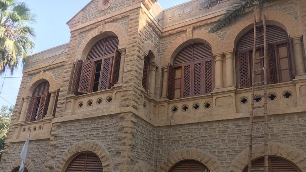 Karachi Press Club: Shock as authorities raid 'island of freedom'