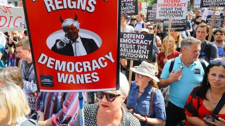Неудовлетворенность демократией достигла исторического максимума. Это показывает большинство опросов