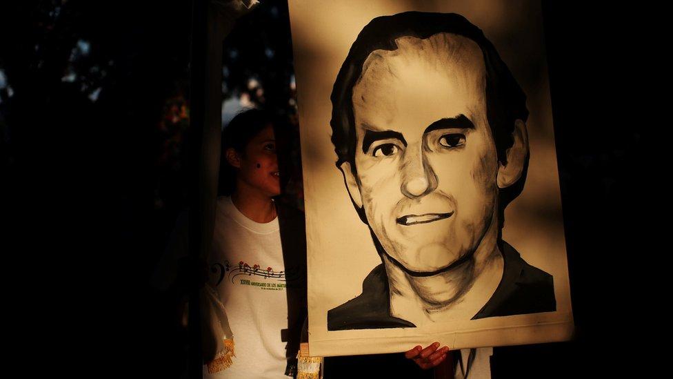 El 11 de noviembre de este año se hizo en El Salvador una procesión para conmemorar el 28 aniversario del asesinato de seis curas jesuitas y dos civiles en la guerra civil.