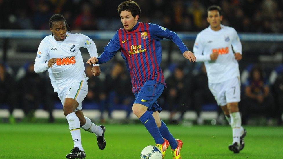 Messi con el Barcelona en la final frente al Santos brasileño.