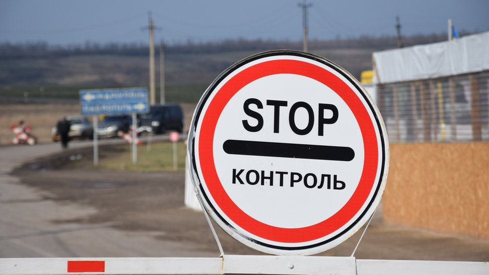 Воєнний стан: Україна повністю закрила для іноземців в'їзд до Криму