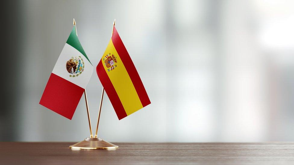 Banderas de México y España juntas