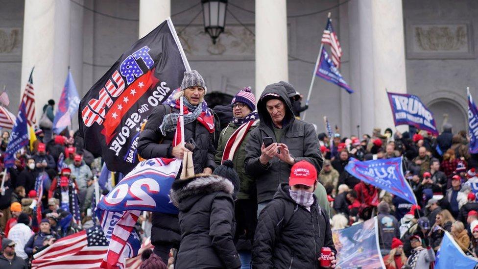 أنصار ترامب خارج مبنى الكابيتول