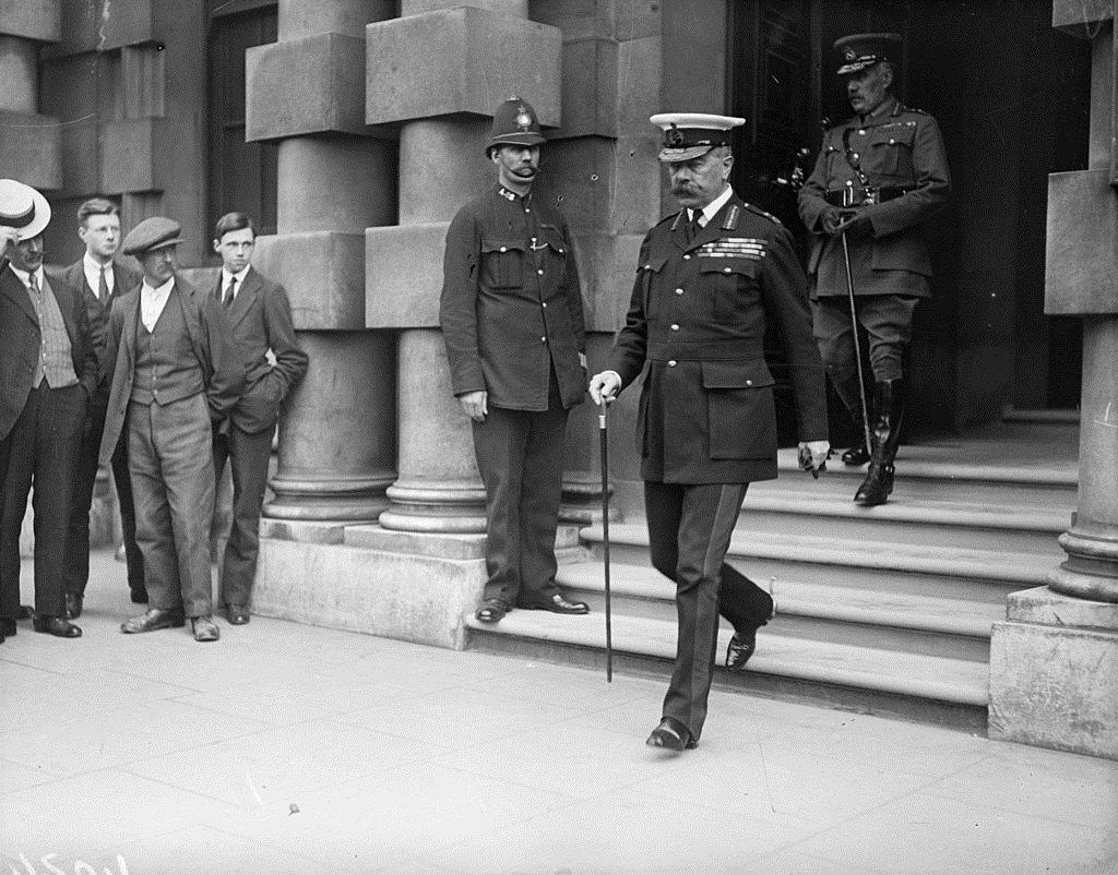 الجنرال هوراشيو كيتشنر (1850 - 1916) قبل وفاته بوقت قصير أثناء زيارت لوزارة الخارجية البريطانية في لندن، 1 يونيو/حزيران 1916
