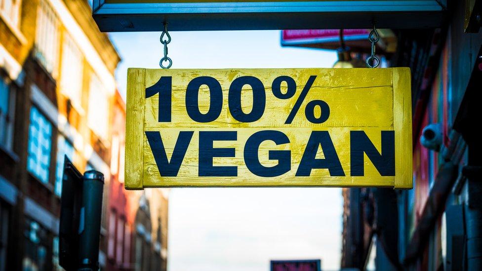 Anuncio que dice 100% Vegan