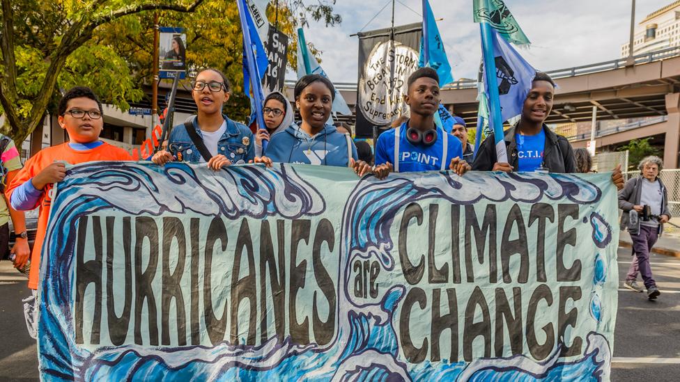 """""""Los huracanes son cambio climático"""", una marcha en Nueva York tras el huracán Sandy en 2012"""