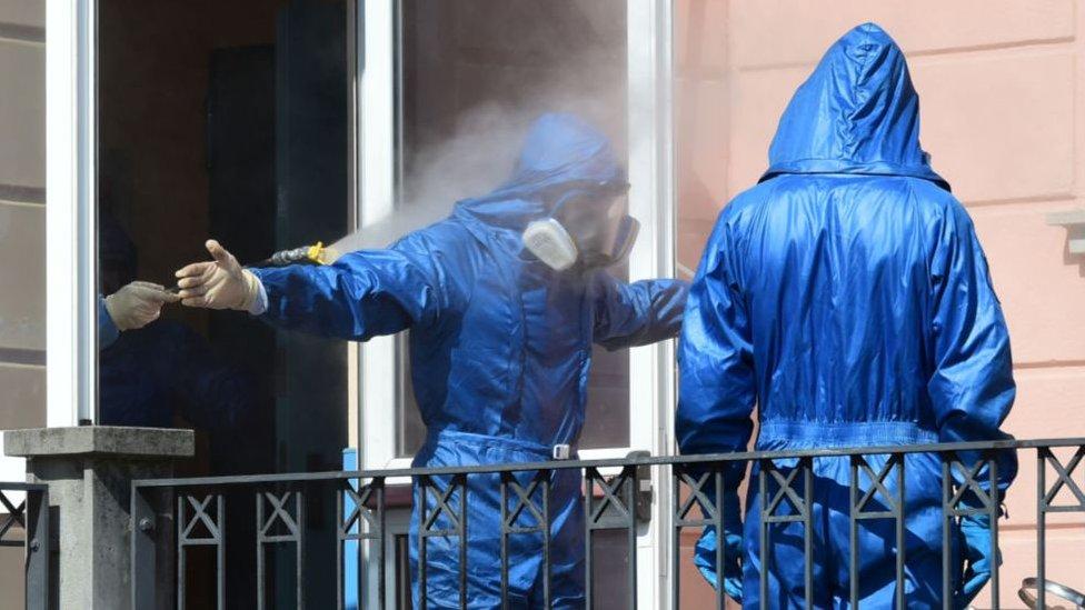 """كانت إيطاليا أولى الدول الغربية التي فرضت تدابير صارمة للحد من تفشي الفيروس، وحذرت الحكومة من ركود """"شديد"""""""