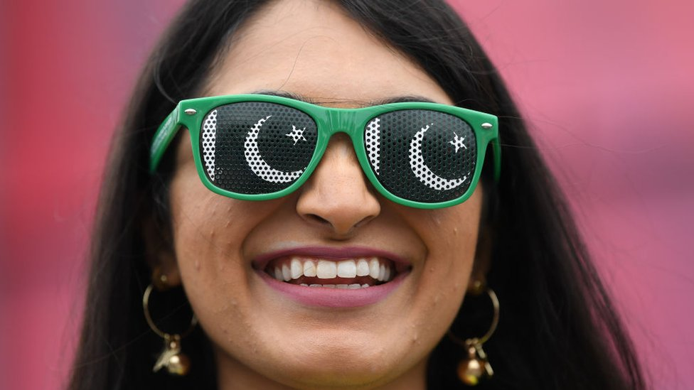 इंग्लैंड-न्यूज़ीलैंड के फ़ाइनल में पहुंचने पर पाकिस्तानी खुश क्यों हैं? #SOCIAL