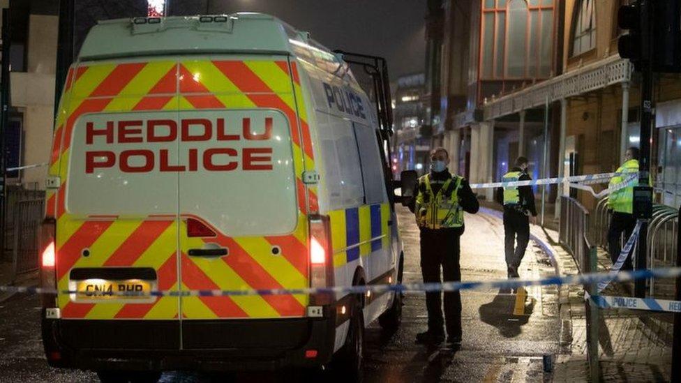 Police van on Queen Street