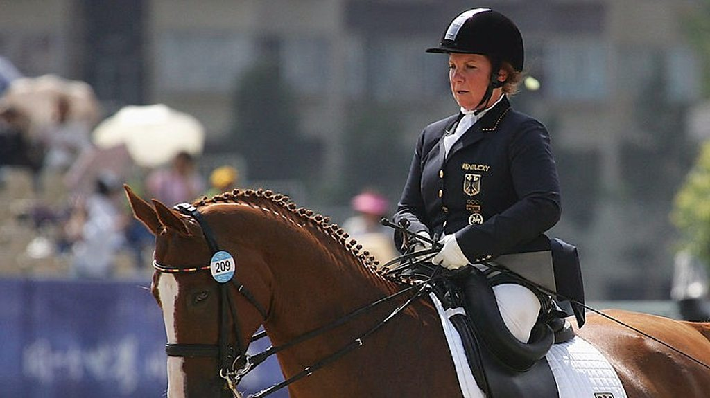 The woman without legs who became an equestrian champion