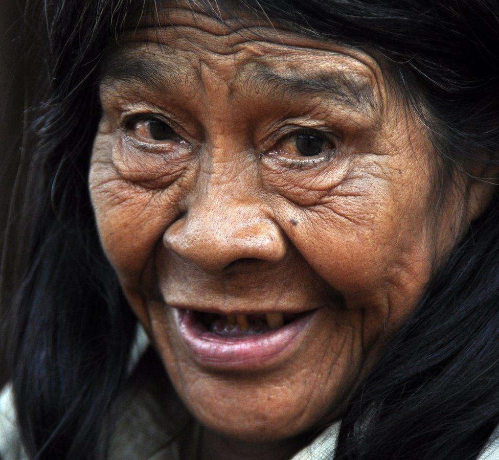 صورة لسيدة من قبيلة آتشي . عام 2014